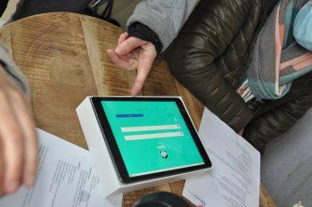 Studenten geven workshop zorgtechnologie aan thuiszorgmedewerkers